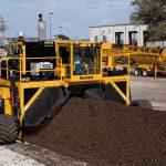 rivoltatore compost al lavoro Vermeer CT718